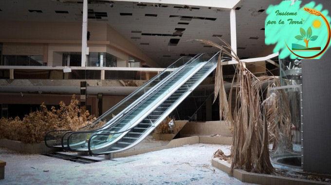 La #caduta dell'impero dei centri commerciali