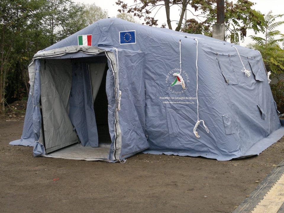 Terremotati in #tenda, ora cari politici vi tocca correre per non dar ragione al #popolo di #internet