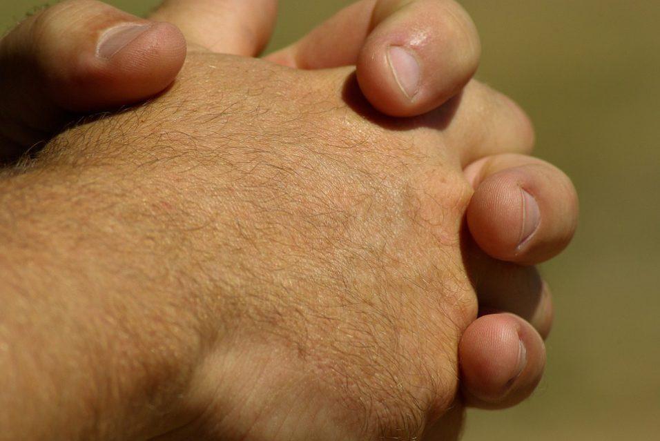 hands-799772_960_720